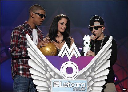 N-Dubz collect their award.