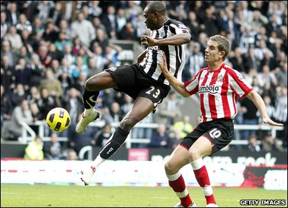 Newcastle v Sunderland - Shola Ameobi scores his second goal
