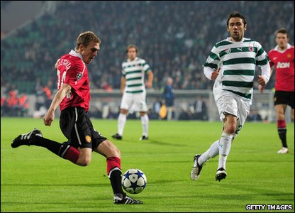 Bursaspor v Man United - Darren Fletcher in action
