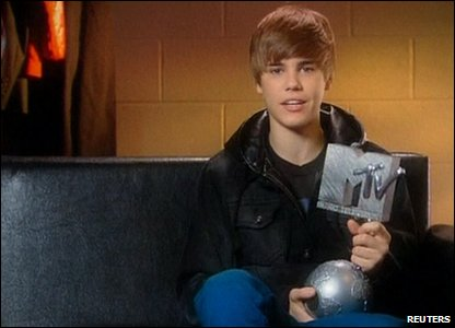 Justin Bieber with his MTV Europe award for best male