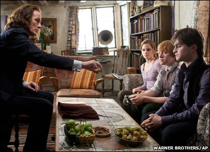 Emma Watson, Rupert Grint, Daniel Radcliffe and Bill Nighy as Hermione Granger, Ron Weasley, Harry Potter and Rufus Scrimgeour in a scene from Harry Potter and the Deathly Hallows: Part 1