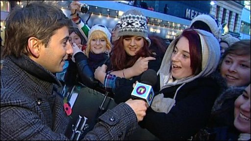 Ricky chatting to Harry Potter fans at the Harry Potter and the Deathly Hallows world premiere, at London's Leicester Square