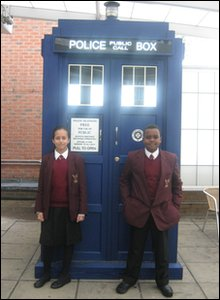 Hashim and Allae beside a Tardis