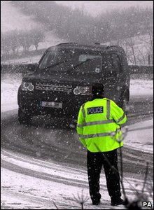 Police slowing down traffic after blizzards in north yorkshire