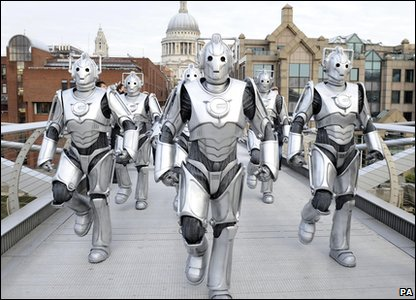 Cybermen in London: Millennium Bridge