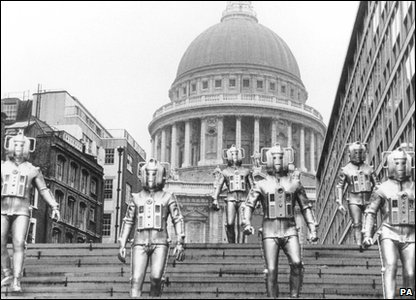 Cybermen in London: Outside St Paul's Cathedral in 1968!