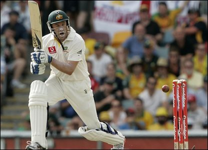 Mike Hussey on his way to 81.