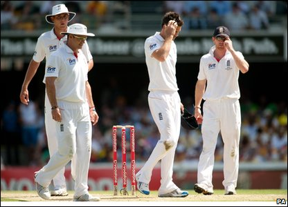 England team look lost on day 3.