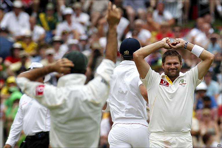 BBC Sport - Cricket - Second Ashes Test in photos, day three