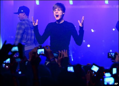 Justin Bieber sings for his fans in the French capital city, Paris.