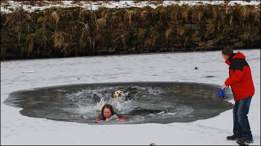 Dog owner risks her life saving her pet Labrador, which had fallen into icy water