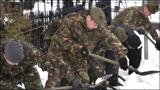 The army help clear snow in Edinburgh