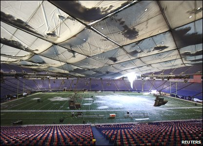 Snow makes a rip in the roof of sports stadium in Minneapolis in America.