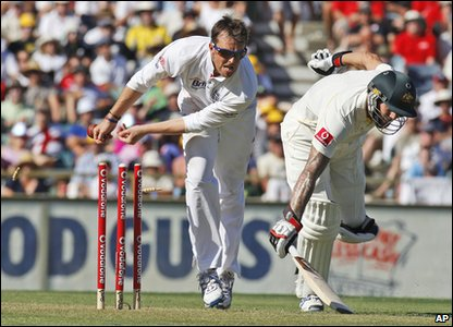 Ashes 2010 Third Test - day one - England's Graeme Swann tries to run out Australia's Mitchell Johnson