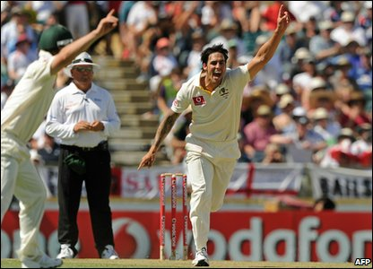 After a good start England slump to 119-5 at lunch. Aussie bowler Mitchell Johnson celebrates Australia's 149 run lead.