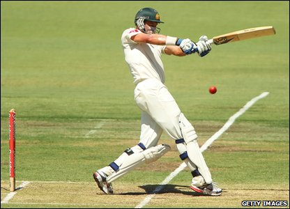 At the start of day three the Australians are in definitely the top dogs easily adding 100 runs to their total.