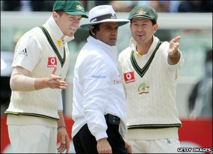 Things get off to a bad start after lunch when Australian Captain Ricky Ponting argues with umpire Aleem Dar after an unsuccessful review on a Kevin Pieterson not out.