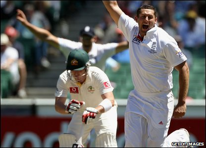 Australia went into Day four of the Fourth Test in Melbourne 246 behind. England needed three wickets to win. Chris Tremlett makes an early breakthrough by getting Mitchell Johnson out for six.