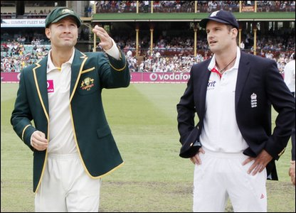 Australian captain Michael Clarke and England Captain Andrew Strauss