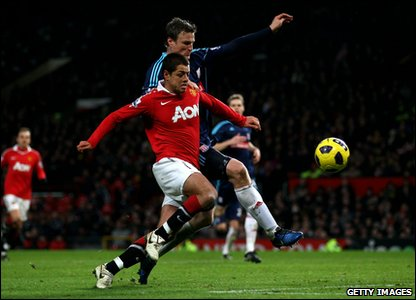 Manchester United v Stoke City - Javier Hernandez fights for the ball with Robert Huth