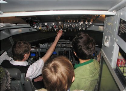 Kids get shown how the simulator works