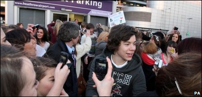 Harry Styles from One Direction mobbed by fans