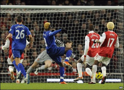 Arsenal v Everton - Louis Saha scores the first goal of the game