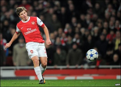 Andrey Arshavin wins the game for Arsenal