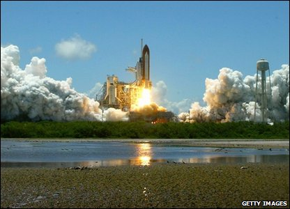 Launch of Discovery shuttle 2006