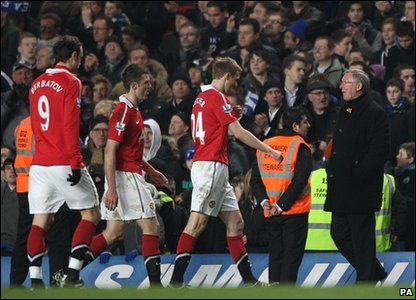 Manchester United players (L-R) Dimitar Berbatov, Michael Carrick, Darren Fletcher and manager Alex Ferguson after the final whistle during the Barclays Premier League match at Stamford Bridge