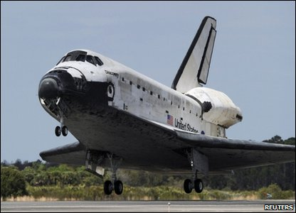 The Space Shuttle Discovery landing at the Kennedy space centre in Florida