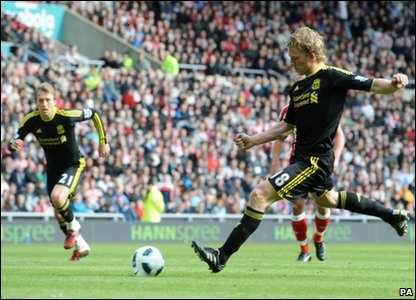 Dirk Kuyt scores from the penalty spot