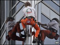 Alain Robert climbs the world's tallest building
