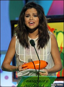 Nickelodeon Kids' Choice Awards 2011 - Selena Gomez gets the favourite TV actress prize