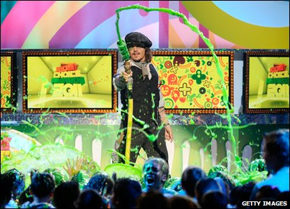 Nickelodeon Kids' Choice Awards 2011 - Favourite movie actor winner Johnny Depp slimes the audience!