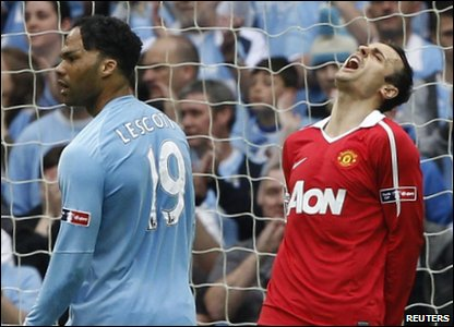 FA Cup - Manchester City 1-0 Manchester United - Dimitar Berbatov reacts after missing a goal