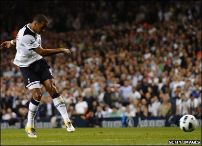 Tom Huddlestone of Spurs scores their second goal