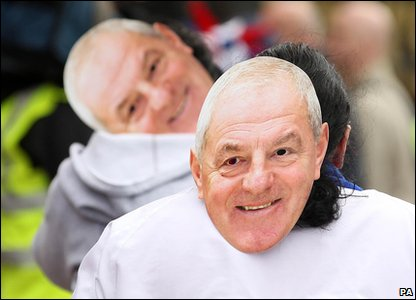 Rangers 0-0 Celtic - Rangers fans wear Walter Smith masks
