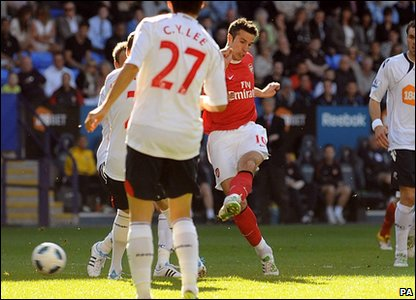 Bolton 2-1 Arsenal - Arsenal's Robin van Persie scores the equaliser