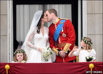 William and Kate kiss on the balcony of Buckingham Palace.