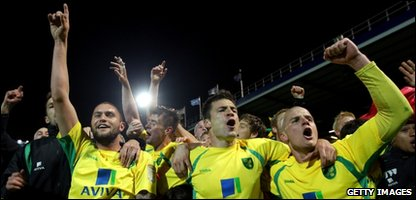 The Norwich City team celebrate promotion
