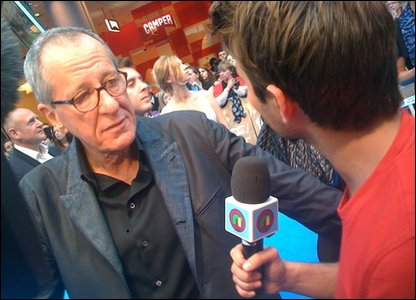 Ricky chats to Geoffrey Rush at the Pirates premiere