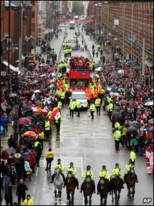 Manchester United victory parade prepares to start