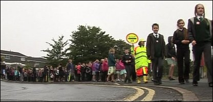 Kids taking part in the walking bus record attempt in Plymouth