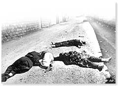 Victims of the Iraqi attack lying in a Halabja street
