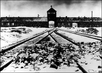 http://news.bbc.co.uk/nol/shared/spl/hi/picture_gallery/05/europe_auschwitz/img/1.jpg