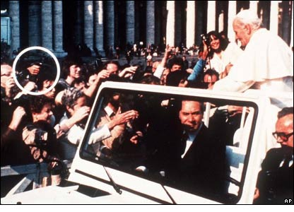 http://news.bbc.co.uk/nol/shared/spl/hi/picture_gallery/05/europe_pope_john_paul_ii/img/4.jpg