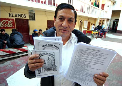 http://news.bbc.co.uk/nol/shared/spl/hi/picture_gallery/06/americas_inside_a_bolivian_jail/img/4.jpg