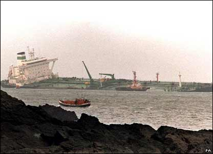 BBC NEWS | In detail | The Sea Empress disaster | Disaster strikes