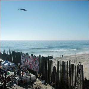 Human cannonball files over Mexican border